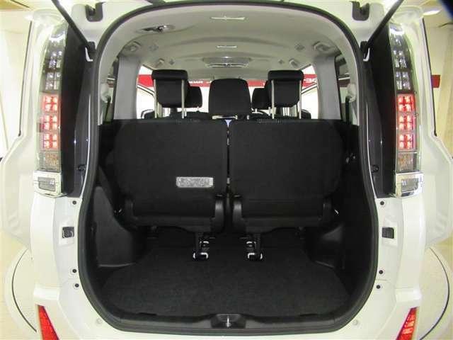 サードシート使っていても十分なスペースの荷室を確保。旅行などにも活躍できます