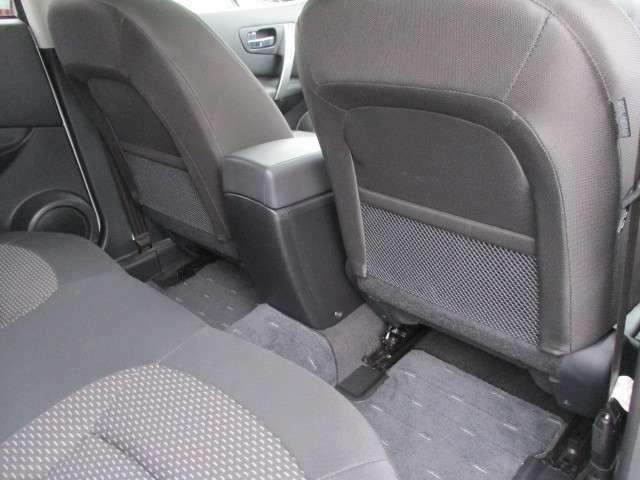 フロントシートの後ろには、雑誌などの収納が出来るポケットをご用意しております☆
