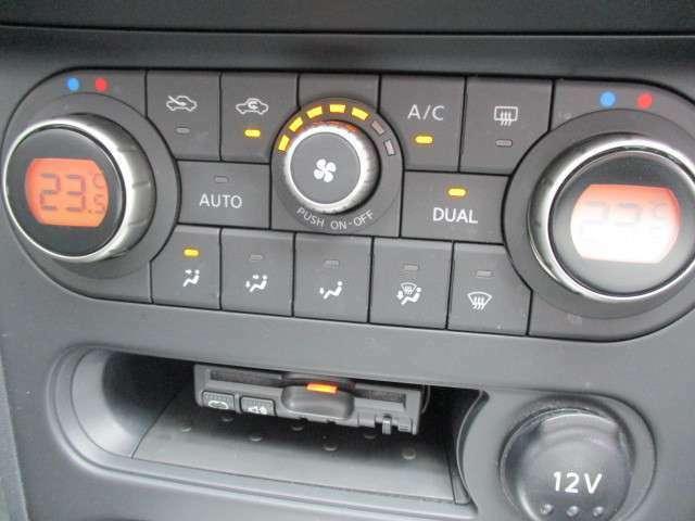 運転席と助手席で設定温度を独立して行えるオートエアコンを搭載しておりますので、冷え性の女性にはウレシイですネ♪