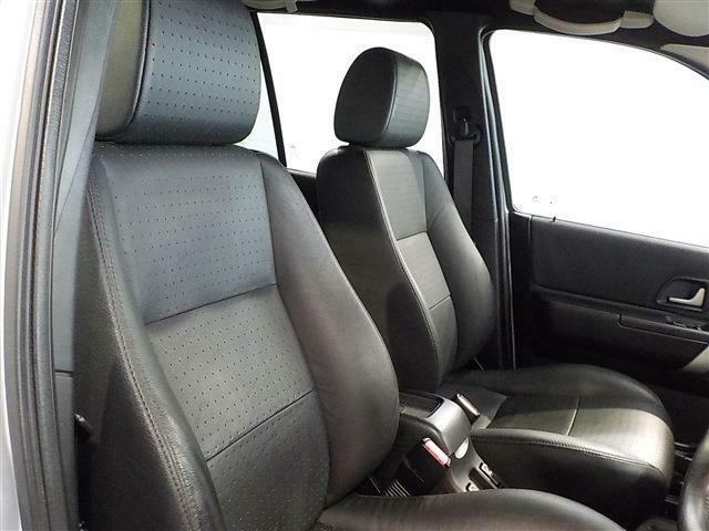 運転席シートはとてもきれいな状態です!