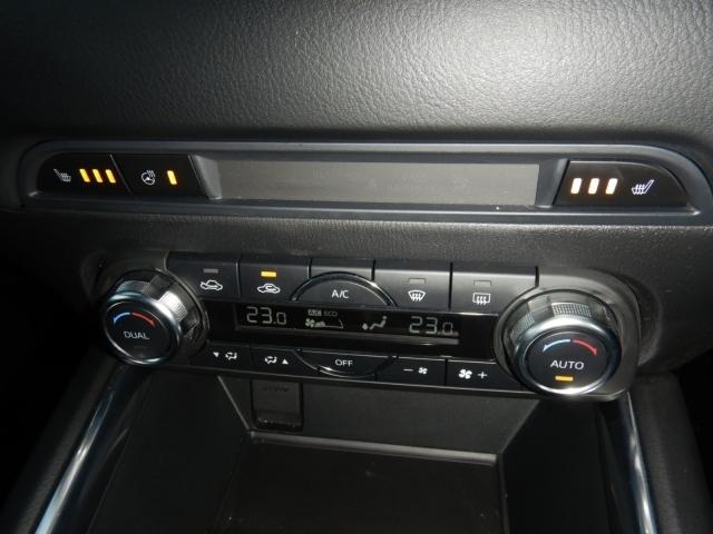 車内温度を設定すれば温度・風量と自動に設定してくれるオートエアコンはとっても便利な装備ですね♪運転席・助手席だけでなく後席にも冬場にはありがたいシートヒーターが付いてます☆