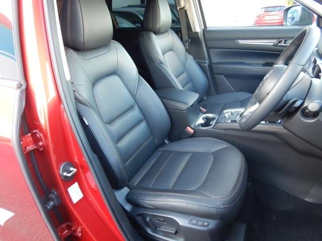 高級感漂う黒の本革シート。運転席と助手席は電動パワーシートになっております。細かくシート調整が出来ますのでどなたでもピッタリポジションで運転できます♪☆