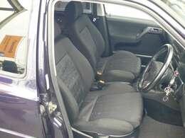 シートの状態もまずまず良好。5ナンバー枠の小柄な車体は取り回しもしやすい車です。
