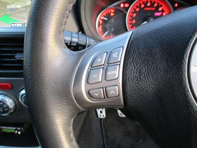 中々装着されているケースの少ないステアリングリモコン付きです♪ハンドル操作をしながらナビの音量調整などが可能ですので、とても便利です。