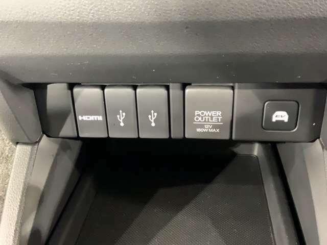 HDMI接続ジャックとUSB接続ジャックを装備しています。充電しながらスマートフォンの音楽も再生可能に。