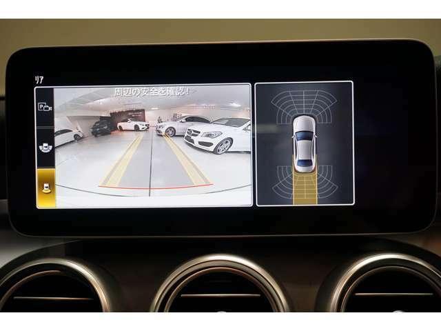 リバースに連動して車両後方の映像をディスプレイに表示します。歪みの少ないカメラと、鮮明な画像で後退時の運転操作をサポートします。