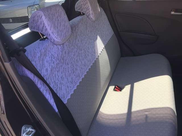 セカンドシートの状態です!!内装は消臭・除菌・クリーニング済みです!シートはヘタリや、コゲ・汚れ等の状態も確認済みです!