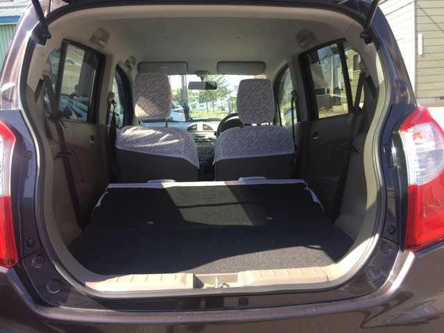 ラゲッジスぺ―スも広々!!リヤシートは折りたたみ可能です!プライベートにお仕事に使える車です!!かなり広いです!!