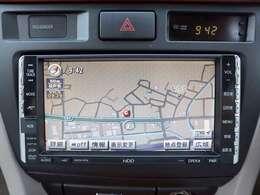 【HDDナビ】こちらのお車はHDDナビを装備しております。高性能なナビ機能の他、CD音楽の再生や自動録音、DVDの視聴できます。ドライブ中の楽しみも増え、便利でお得な装備でございます
