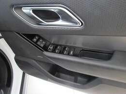 運転席はメモリー機能付きですので皆様方それぞれのベストポジションへサッと調整します。