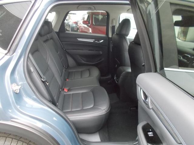 後席広々空間☆開口部も広く乗り降り楽々!後席の方もドライバーになった気分☆Gベクタリングコントロールのおかげで横揺れを軽減してくれます!