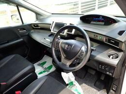 ナビもとても見やすい位置に配置されており視線を大きく動かさなくても運転できる配慮されたお車です!