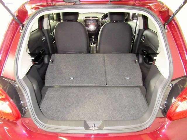 写真のように後部座席を倒せば、より、広々♪大きな荷物もしっかり積むことができそうですね。