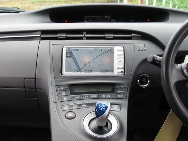 純正SDナビ/CD/Bカメラ♪オートエアコンですので車内の温度を一定に保て快適です♪