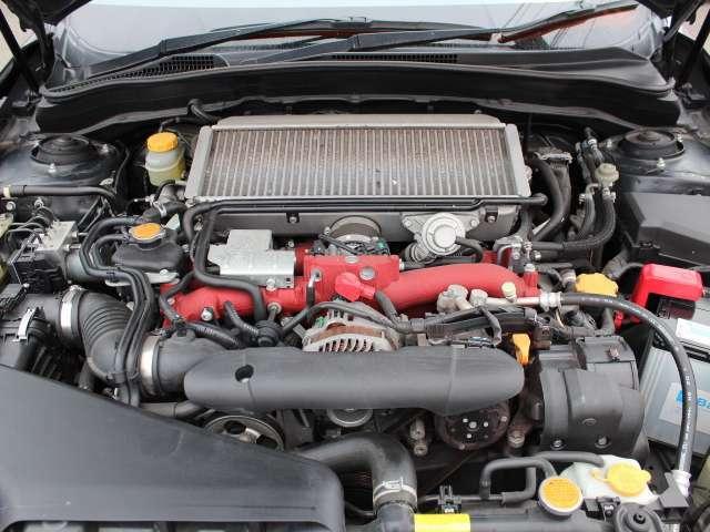 水平対向4気筒、DOHC、デュアルAVCS付ツインスクロールターボエンジンのEJ20型エンジン搭載です!