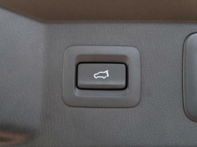 電動リアゲート☆重たいリアゲートもボタン一つでラクラク開閉可能です♪