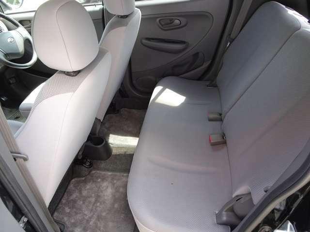 こちらはRシートです!(^^)!気になる汚れ・シミ・臭いのない綺麗な内装です!(^^)!