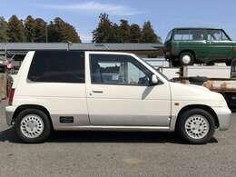 右側面です。艶もあり、部分補修で充分乗れるレベル。30年前の車としてはとても状態良いですよ!