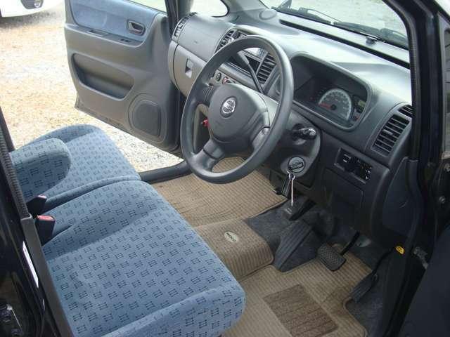 運転席アームレスト付きベンチシート!シートヒーター付き!