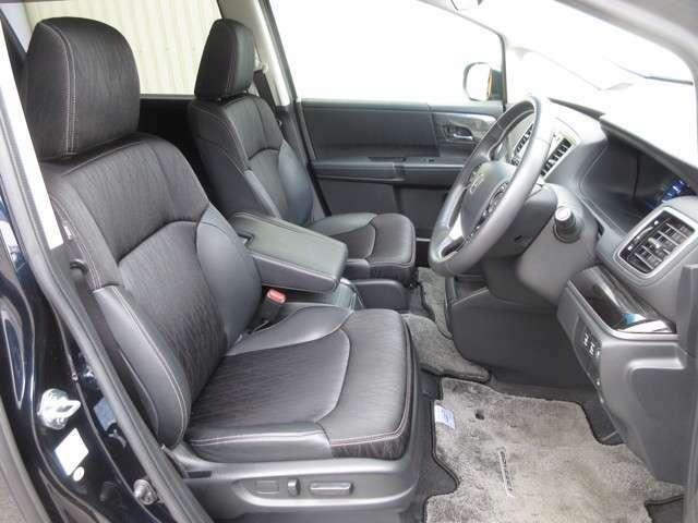 運転席に電動のシートアジャスターが付いております。体型にピッタリ合わせることが出来て快適なポジションでドライブする事が出来ます。ロングドライブも楽ですよぉ~!