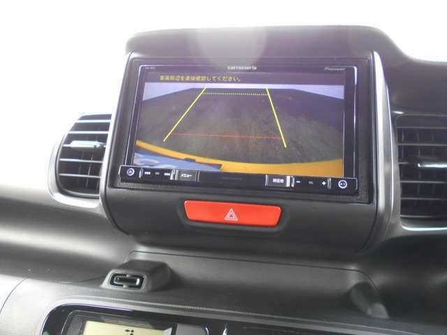 バックモニターを映しました。ワイドな画像なのでバックで駐車する時も安心です。