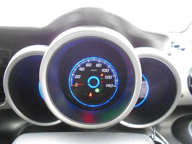 機能的で見やすいメーターです。グリーンの葉っぱのマークはECONモードのランプです。効率的に燃費を良くして走ることが出ます。