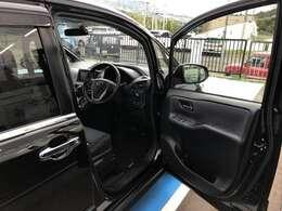 〔運転席側からの画像〕 開口部の広さや乗り降りのしやすさをご確認下さい。