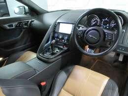 ◆インスツルメントパネルもドライバーを優先した非常にスポーティーなデザインです◆