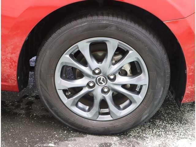 タイヤ溝は4本共2mmとなりますのでご成約後タイヤ4本交換させていただきます。