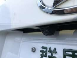バックカメラもついているので、荷物を積んだ時の駐車でも後方確認しやすいですね。