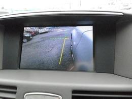 サイドブラインドカメラは運転席からの死角の部分をモニターに写してくれます