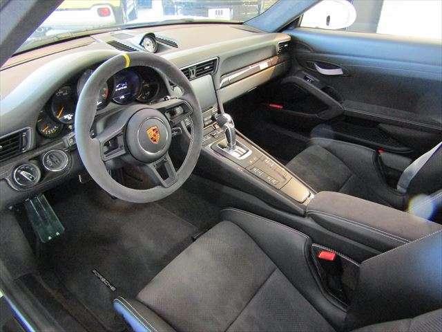 Porsche Connectによりナビの表示やアプリなど快適なドライブをアシストしてくれます。オプションのバックカメラ装備