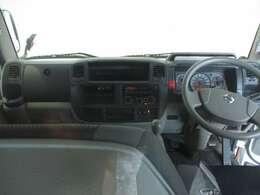 視界が高く、運転しやすい室内です。