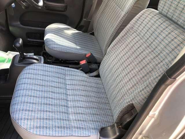 自社認証整備工場にて納車前に徹底的にお車を点検致します。車検整備付車両は「車検整備一式」、車検ありの車両は「法定12カ月点検整備一式」を実施いたしますのでご安心ください。全車点検整備記録簿が付きます。