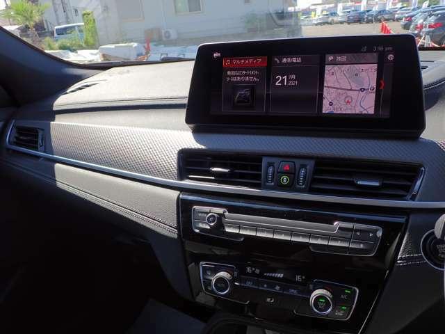 純正HDDナビゲーションシステムになります。ナビゲーションのほかにも携帯機器など様々なメディアに接続が可能となります。