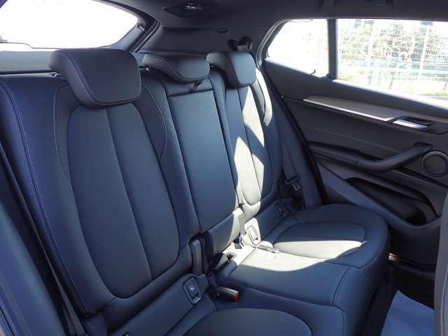 後席も使用感はさほど感じず、運転席・助手席同様に清潔感があります。後席シートもしっかりと作り込まれていますので、座り心地も悪くありません。是非、実車にてご確認下さい。