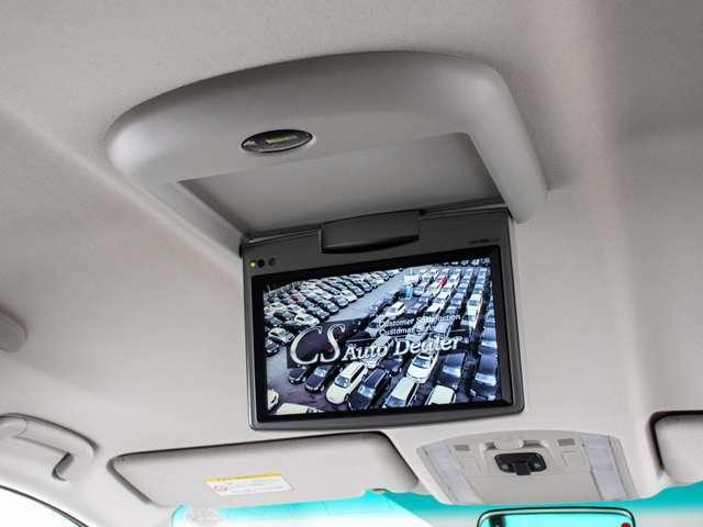 後席フリップダウンモニター装備!後席の方も一緒にご覧になれます!ドライブも大勢で楽しく行けますね!