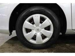 中古車は現状での販売が基本となりますので、タイヤの残り溝や傷の状態など、お客様の目で実際に店頭にてご確認ください。