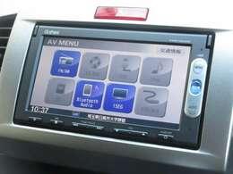 ナビゲーションはギャザズメモリーナビ(VXM-155VSi)を装着しております。AM、FM、CD、DVD再生、Bluetooth、ワンセグTVがご使用いただけます。初めて訪れた場所でも道に迷わず安心ですね!