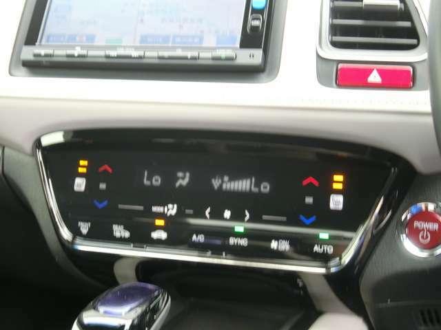 タッチパネル操作が心地よい、左右独立温度コントロール式プラズマクラスター技術搭載フルオートエアコン/2段階の温度調節が可能な、運転席&助手席シートヒーター