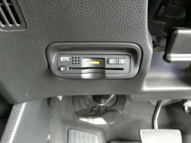 ETC車載器はインストルメントパネルの下部に設置、見た目もすっきり、外からも見えにくいので安心です