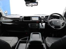 セカンドシートに1400mm幅、3人掛けベンチシートを採用。前向き、後ろ向き、フルフラットとマルチなシート展開も可能なので、目的や用途に応じて多目的に使える1台!