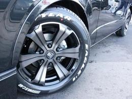 足元にはバルベログランデ17インチホイールを装着! タイヤにはナスカーホワイトレタータイヤを合わせています。
