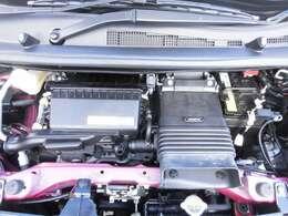 ご納車の前にサービス工場で法定12ヶ月点検と同時に新車保証継承をいたします。エンジンオイル・ワイパーゴムを交換いたします。画像3