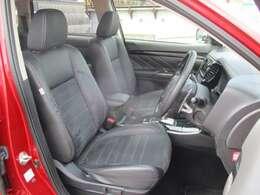 運転席のみ電動シート。シートポジションを微調整できます