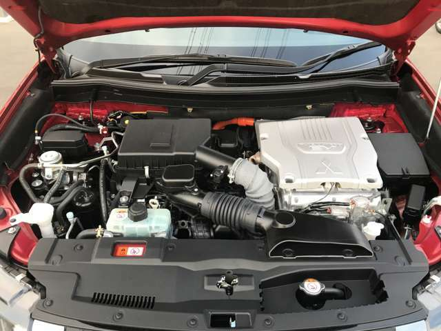 ツインモーター4WDの滑らかな加速と発進性は是非体感して下さい!