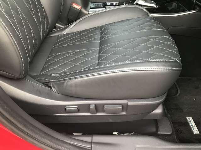 運転席、助手席とも電動パワーシートです