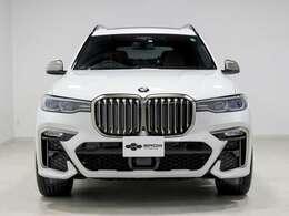 内外装共にコンディション良好です。初回車検の令和4年11月までメーカー保証がご利用いただけます。
