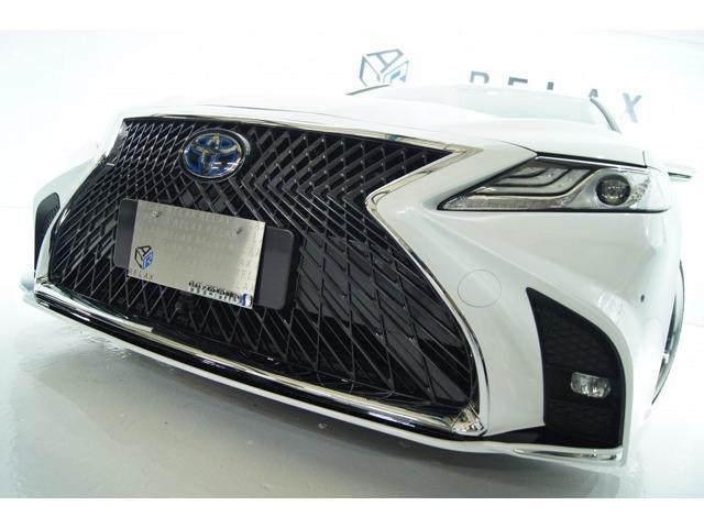 ■人気のスピンドルグリル新品バンパーを塗分け装着したH29年カムリハイブリッドの入荷■全て新品パーツにて製作しております!驚異の燃費を誇る70カムリ!メーカー水準1L当たり33.4Km!!