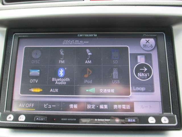 メモリーナビはカロッツェリアAVIC-MRZ077です。DVD/CD再生のほかにもフルセグTV、Bluetooth連携機能も装備されとっても便利です!